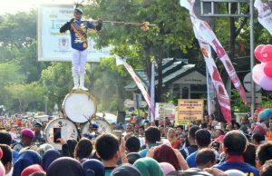 Beragam acara digelar dalam ajang yang digelar di Jalan Tgk Daud Beureueh tersebut, mulai dari penampilan marching band, lomba mewarnai, hingga penyerahan santunan kepada anak yatim. (Foto/Aldin NL)