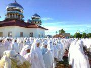 Ribuan pengikut Habib Muda Seunagan, Kecamatan Seunagan Timur, Kabupaten Nagan Raya, besok Selasa, (15/5/2018) mulai berpuasa. Senin malam ini (14/5/2018) mereka mulai melaksanakan sholat Tarawih. (Foto/Istimewa)