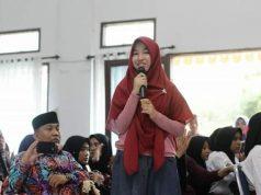 Novelis cilik Halwanisa Syazwina, saat bercerita singkat, awal perjalanannya hingga menerbitkan karangan novel di hadapan Wali Kota Binjai dan Agus Harimurti Yudhoyono (AHY) serta Anisa Pohan. (Foto/Ist)
