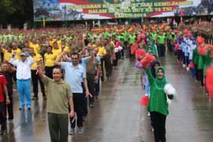 Para peserta tari Gemu Famire terlihat bersemangat di Lapangan Blang Padang, Banda Aceh, Selasa (4/9/2018). (Foto/Gito Rolis)