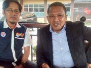 Ketua DPRD Ambon, Edwin Ardian Khuwae, tampak akrab dengan Ketua Pengprov Percasi Aceh, Aldin NL, dalam bincang-bincang Kamis pagi tadi (11/10/2018). (Foto/ria)