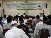 Kadisdik Dayah Aceh, Usamah El Madny, sedang menyampaikan materi pada acara seminar Ulama Dayah Inshafuddin di Banda Aceh, Jumat (26/10/2018). (Foto/T.Mansursyah/B)