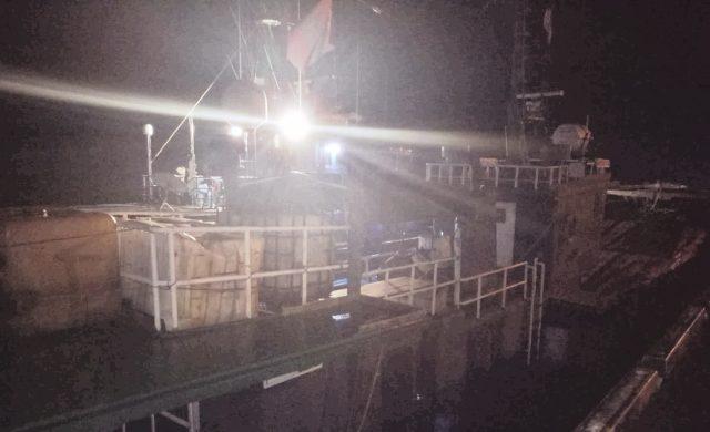 Kapal KM Gurita GT 174 berbendera Mongolia yang diduga membawa rokok ilegal diamankan di Pelabuhan Kuala Langsa, Sabtu (24/11/2018). (Foto/dede)