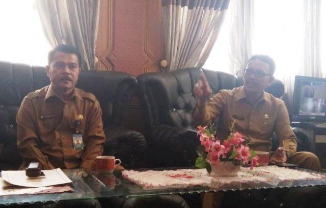 Sekda Nasjuddin, SH, MM, didampingi Kepala Badan Pengelolaan Keuangan Daerah (BPKD) Diva Samudra Putra, SE, MM. (Foto/Faisal)