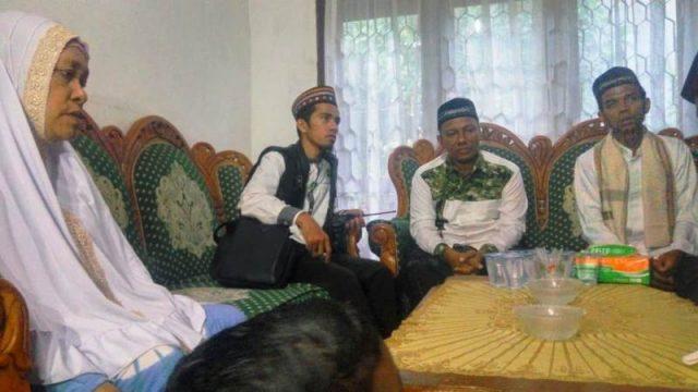 Ustadz Abdul Somad bersama keluarga ustadz Fadhil. (Foto/Ist)