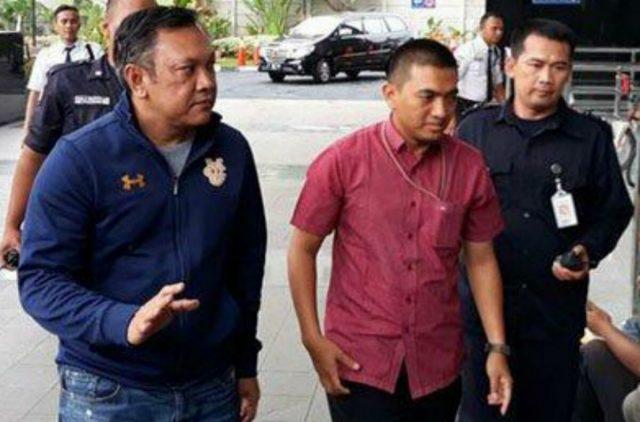 Bupati Pakpak Barat, Remigo Yolanda Berutu, tiba di Gedung KPK Jakarta untuk menjalani pemeriksaan terkait OTT suap proyek Dinas PU Pakpak Barat, Minggu (18/11/2018). (Foto/Ist)