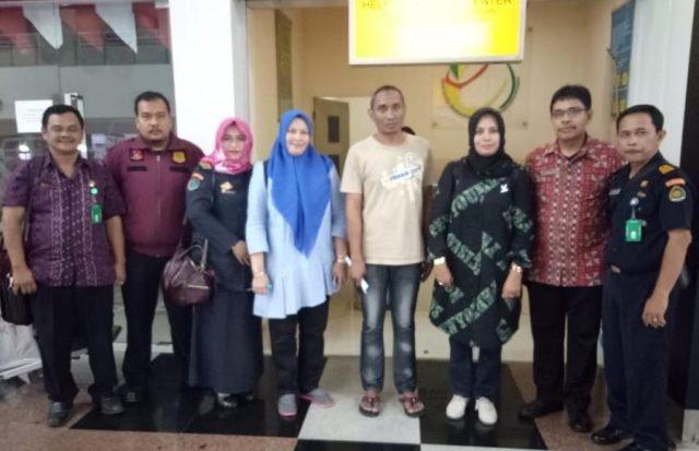 Dinas Sosial Aceh akhirnya memulangkan Rusli, 39, warga Punge, Banda Aceh setelah menjalani hukuman 2 tahun di Malaysia. (Foto/Ist)