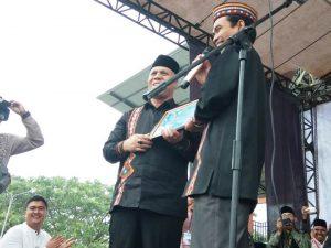 Bupati Aceh Tengah, Shabela Abubakar dan Ustadz Abdul Somad. (Foto/Ist)