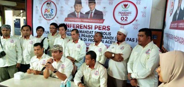 Ketua Umum RN PAS Aceh, Akhyar Keuremboek, di hadapan awak media, para relawan dan emak-emak di sebuah cafe di Banda Aceh, Kamis (15/11/2018)