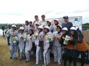 Bupati Aceh Besar, Ir Mawardi Ali, foto bersama para atletnya. (Foto/Ist)