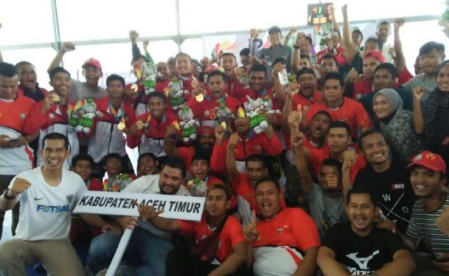 Tim futsal Aceh Timur meraih medali emas Pekan Olahraga Aceh (PORA) XIII yang berakhir di lapangan futsal komplek Jantho Sport Center, Sabtu siang (24/11/2018). (Foto/Ist)