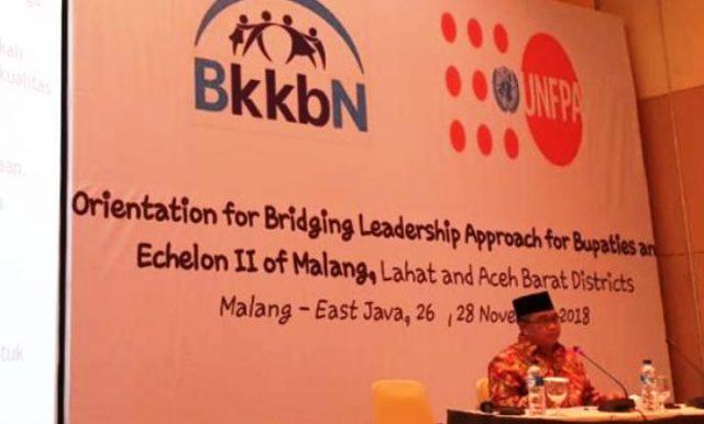 Bupati Aceh Barat H Ramli MS menjadi pemateri dalam seminar Orientation for Bridging Leadership Approach for Bupatie and Ecehelon II of Malang, yang digelar di Hotel Santika Malang, Jawa Timur, Senin (26/11/2018). (Foto/Ist)
