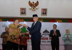 Plt Gubernur Aceh, Nova Iriansyah, pada acara pembukaan Forum Riset Ekonomi dan Keuangan Syariah tahun 2018 di AAC Dayan Dawood, Banda Aceh, 18 September 2018. (Foto/Ist)