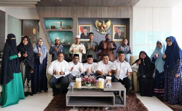 Wakil Wali Kota Banda Aceh Zainal Arifin menerima secara khusus putra-putri terbaik Banda Aceh akan diberangkatkan ke Kuningan, Jawa Barat, tepatnya di Yayasan Karantina Tahfiz Al-Quran Nasional untuk belajar metodologi pengajaran Al-Quran. (Foto/Ist)
