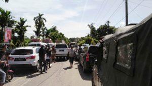 Ratusan kenderaan roda empat dan dua terjebak macet. Arus tranportasi lumpuh total akibat banjir di Aceh Selatan. (Foto/Ist)