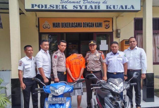 Tim Opsnal Polsek Syiah Kuala menangkap seorang pencuri motor yang beraksi di kawasan parkiran Kampus UIN Ar Raniry. (Foto/Ist)