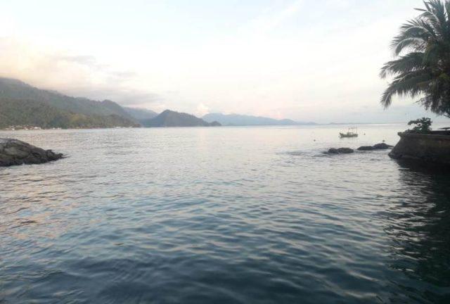 Permukaan air laut di sekitar pantai Tapaktuan, Aceh Selatan, tampak tetap normal beberapa menit setelah guncangan gempa. (Foto/Faisal)