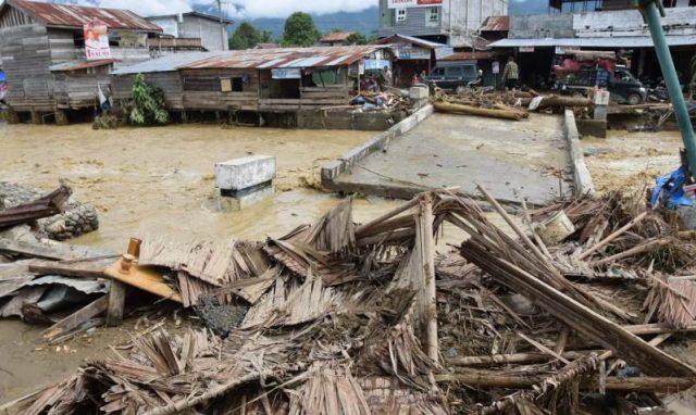 Rumah warga di sekitar Kutacane, Aceh Tenggara, mengalami kerusakan akibat terjangan banjir, Senin dinihari. (Foto/Abadi Selian)