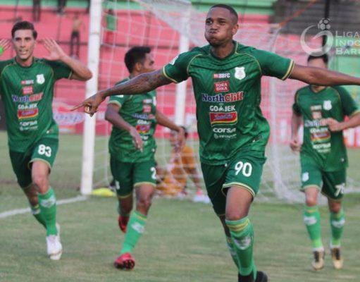 Pemain PSMS Medan melakukan selebrasi usai memasukkan gol ke gawang lawan. (Foto/liga-indonesia.id)