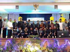 Jajaran manajemen Hotel Internasional Sibayak Berastagi foto bersama dengan ustadz Buchari Al-Hafiz,Spdi usai acara Maulid Nabi Muhamamad SAW, belum lama ini. (Foto/Ist)