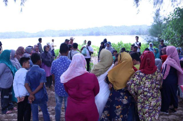 Masyarakat meramaikan kegiatan Family Fun Camping di Aceh Jaya. (Foto/Zammil)