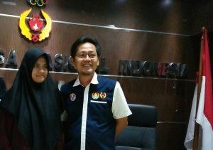 Pecatur putri Aceh, Klarisa Sabila, bersama Ketua Umum Pengvrop Percasi Aceh, Aldin Nl. (Foto/Ist)