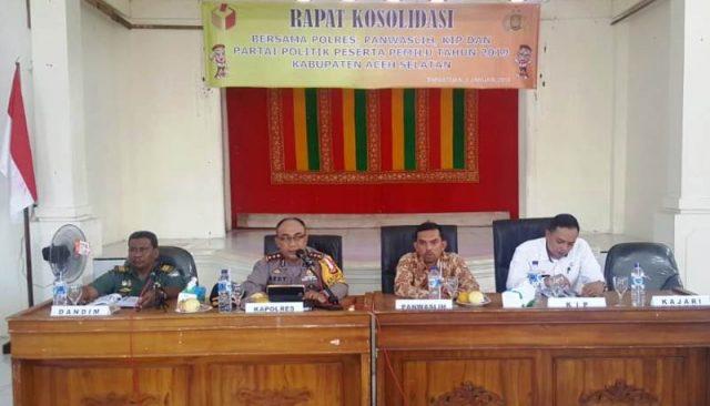 Panwaslih Aceh Selatan menggelar konsolidasi dengan Dandim, Kapolres, unsur KIP dan ketua partai.(Foto/Faisal)