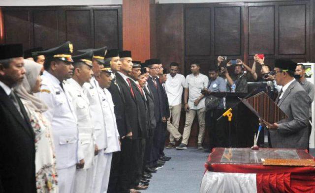 Bupati Aceh Jaya, Drs. H.T. Irfan TB, melantik pejabat eselon II dan IiI di Aula Kantor Bupati Aceh Jaya, Jumat (11/1/2019). (Foto/Ist)