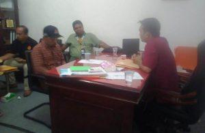 Kepala pos Tapaktuan memberi keterangan kepada wartawan, (Foto/Faisal)