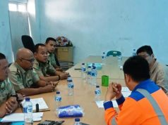 Para petugas dari Dinas Tenaga Kerja (Disnaker) Aceh, ketika melakukan pemeriksaan ke lokasi pabrik semen PT. Lafarge Holcim Indonesia di Lhoknga, Aceh Besar. (Foto/Ist)